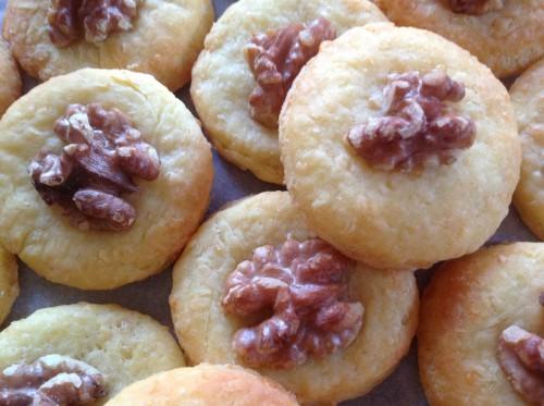 biscotti al formaggio con noci